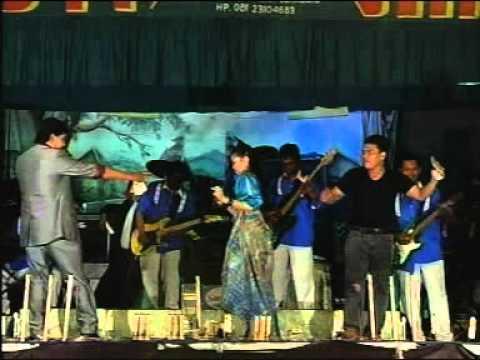 Putra Buana Live Show In Jakarta_LiLin Herlina Ft Bayu.A - Senyum Dan Perang