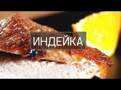 Filet est assaisonné avec un poivron avec du sel, rôti dans une poêle à frire quelques minutes, a froid, puis coupé.
