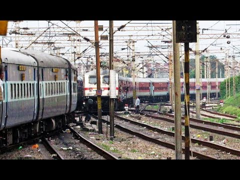 12381 POORVA EXPRESS Departing MUGHALSARAI JUNCTION - Indian Railways !!