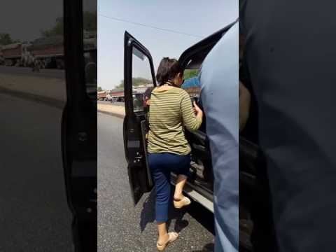 National Highway 8 - Scorpio Girl or Truck Driver Fight _Bargaining Video _20170416