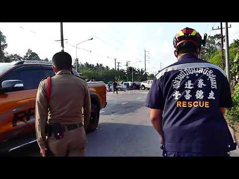 ชุมพร  อุบัติเหตุชนซ้อน 3 คันรวดติดภายในรถอาการสาหัส