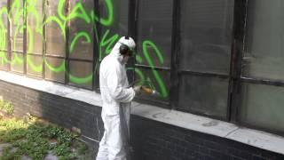 Удаление граффити со стекла методом бластинговой очистки(Компания ПМ-Ресурс предлагает услуги по очистке поверхностей технологией