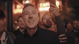 Pub Choir on a San Francisco sidewalk - I Want It That Way (Backstreet Boys)