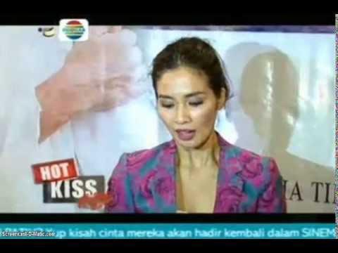 "HOT KISS : Vino G Bastian dan ""Sexiest Mom"" - YouTube"