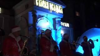 СААРЪ Организация Новогоднего корпоратива(http://www.saarmsk.com/fot.html Организация встречи гостей на корпоративном мероприятие. Деды морозы играют музыку..., 2010-12-09T12:37:01.000Z)