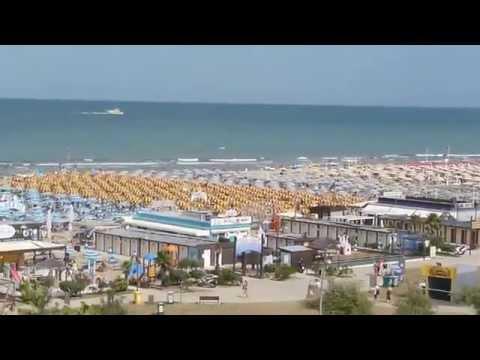 Rimini Spiagge Affollate Per Il Primo Week End Di Luglio