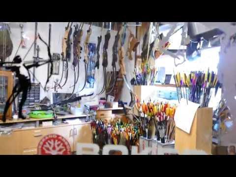 Mit BFG in Huberts Archery Store   BogenSportHotel Bad Eisenbach Schwarzwald   Archery Black Forest