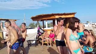 Евпатория 2016. Лучший молодежный пляж.(First Beach. Отличный молодежный пляж в Евпатории, где часто проходят различные развлекательные мероприятия..., 2016-08-08T13:00:21.000Z)