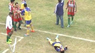 Futbolista muere en pleno partido tras recibir un golpe en la cabeza