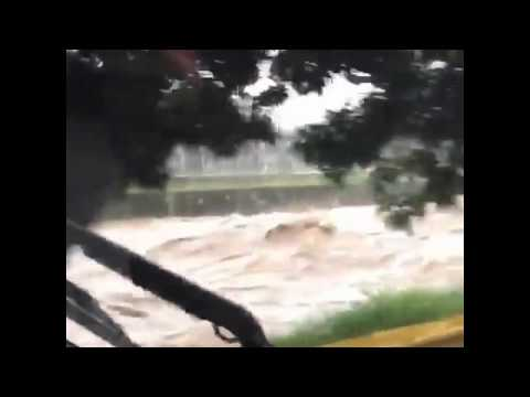 Creciente del río Medellín hoy tras fuerte tormenta