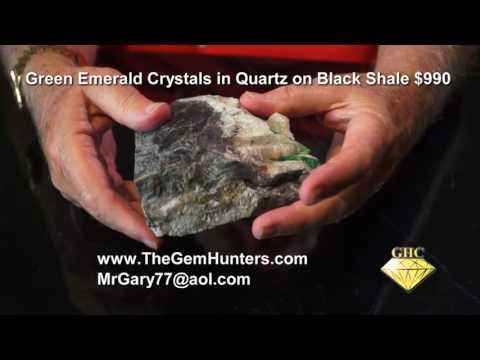 GREEN EMERALD CRYSTALS IN QUARTZ ON BLACK SHALE DV25