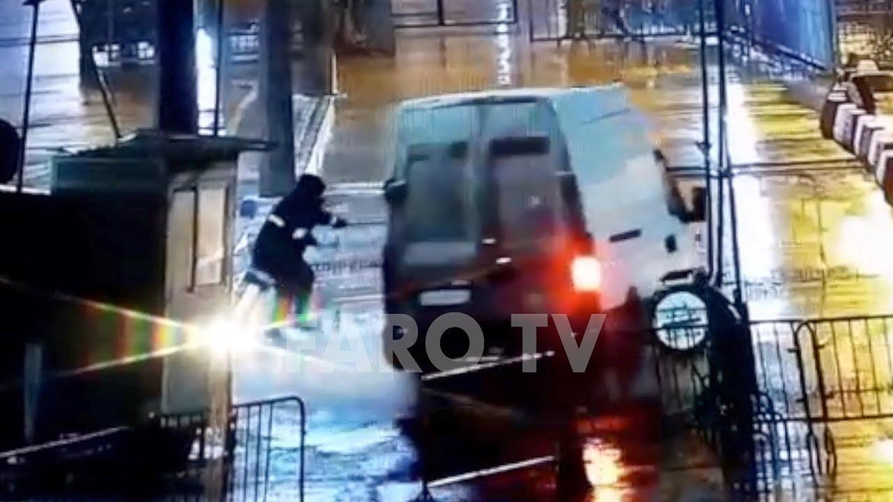 فيديو للحظة اقتحام سيارة محملة بالمهاجرين لمعبر سبتة