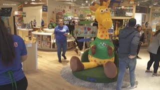 Toys R Us Returns To Houston With Grand Opening At The Galleria
