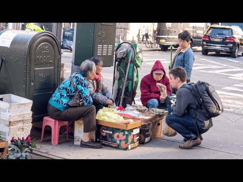 White Guy Surprises People In NYC Chinatown With Perfect Chinese