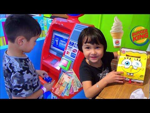 WOW! Mainan ATM dapat Uang Beneran - Beli Es Krim dan Spongebob Happy Meal