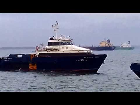 Rig Offshore Employee Loading Process Semayang Balikpapan Port