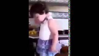 Расстроенная девочка увидела что её снимают   http   vk com sasisa ru