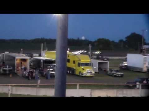Hobby Stock Amain @ Fairmont Raceway 08/05/16