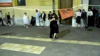 Rue du Tango - Soirée Carrément Tango 19-6-10 - Démo de Vallérie & Diego 1.AVI