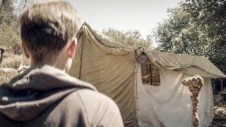 【穷电影】男子误入诡异小镇,看到个奇怪帐篷,靠近一看被眼前的一幕给吓到