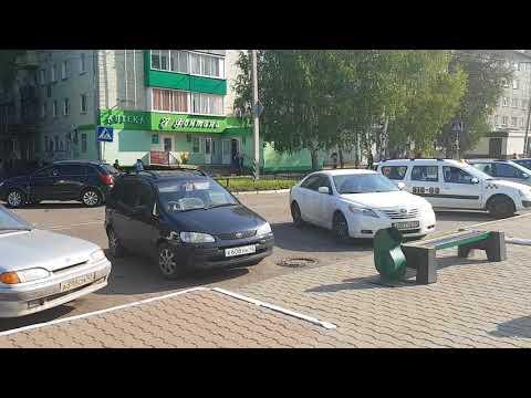 Осинники, ул. Ефимова 2/1_у входа