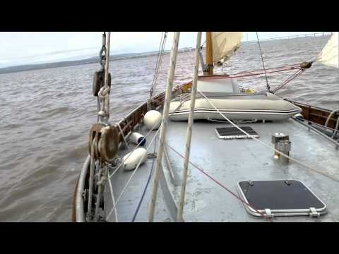 Lugger - following the bowsprit