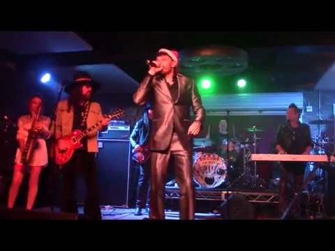 Ultimate Jam Night 47 with 100 performers and surprise guest Robin Zander