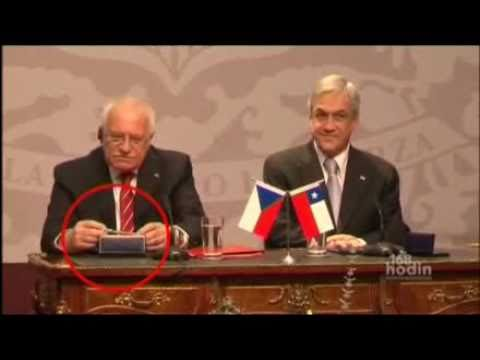 XmysaiPL - President of Czech Republik steals a Fountain pen