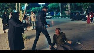 """نسر الصعيد - محمد رمضان يضرب أمين شرطة يعتدي على سيدة مسنة 👊 """" إحترم المكان اللي انت شغال فيه """""""