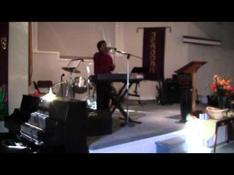 Ramon Reyes Cantando En La Iglesia Jesus Mi Redentor Vive 011.invitaciones Al 843 3671794
