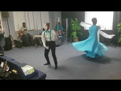 Glory To The Lamb Praise Dance