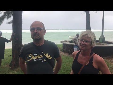 [Fakir] Des touristes en bord de mer pour vivre leur premier cyclone