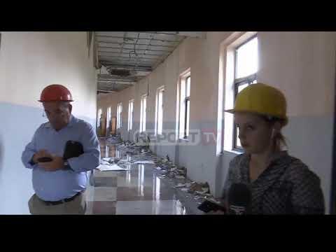 Gazetarja e Report TV po raportonte LIVE, shembet tavani i fakultetit në Tiranë