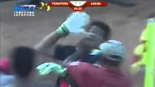 PERSIPURA VS AREMA [2-1] - Kurnia Meiga DICEKIK Panitia Sepak Bola Persipura |21 Oktober 2014|
