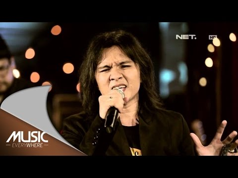 Alex Rudiart - Aku Milikmu (Dewa 19 Cover) (Live at Music Everywhere) *