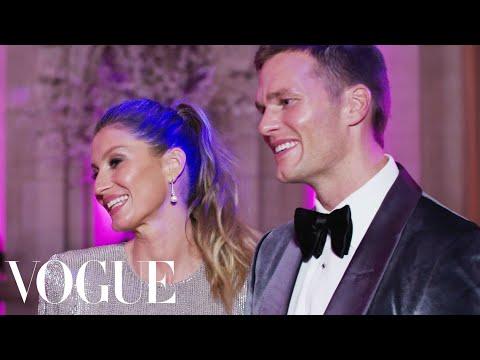 "Tom Brady & Gisele Bündchen on Her ""Bootylicious"" Dress | Met Gala 2017"