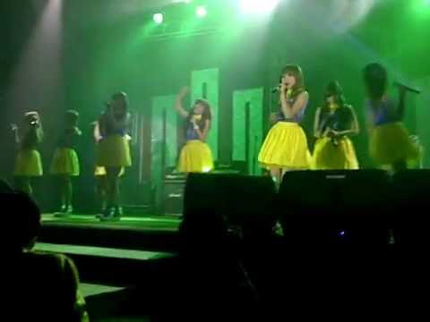 Cherrybelle covering What Makes You Beautiful @Family Concert 4-11- in Medan
