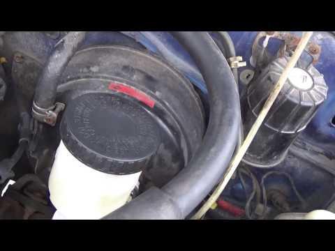 Как поменять главный тормозной цилиндр на Nissan Terrano видео