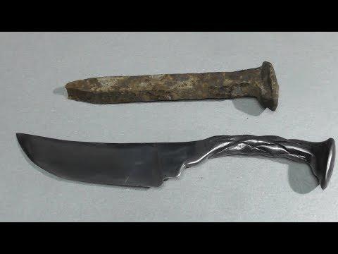 Нож из костыля железнодорожной рельсы.