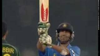 winning partership between kaif and dravid_india vs pakistan 4th odi_samsung cup 2004.mp4