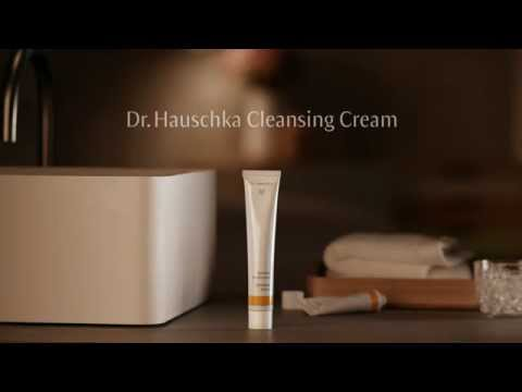 Dr Hauschka Cleansing With Cleansing Cream