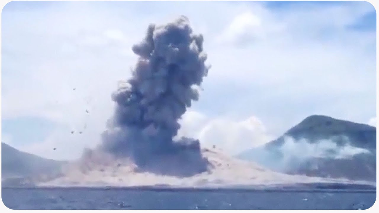 Incredible Volcano Eruption in Papua New Guinea Causes ...