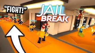 I Caused a MASSIVE prison FIGHT in Roblox Jailbreak..