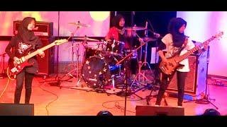 "Super Cadas! Konser Metal Trio Hijaber ""VoB"" Voice of Baceprot ★ Psychosocial - Slipknot"