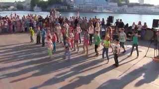 Детский флешмоб в День защиты детей в Севастополе
