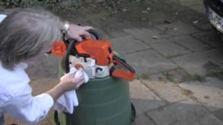Reinigung einer Motorsäge