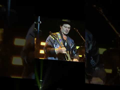 "Eric Clapton Live in Las Vegas. ""Crossroads """