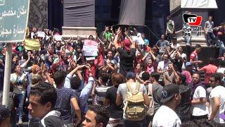 «طلاب الثانوية» يتظاهرون أمام نقابة الصحفيين والأمن يغلق محيطها بالحواجز