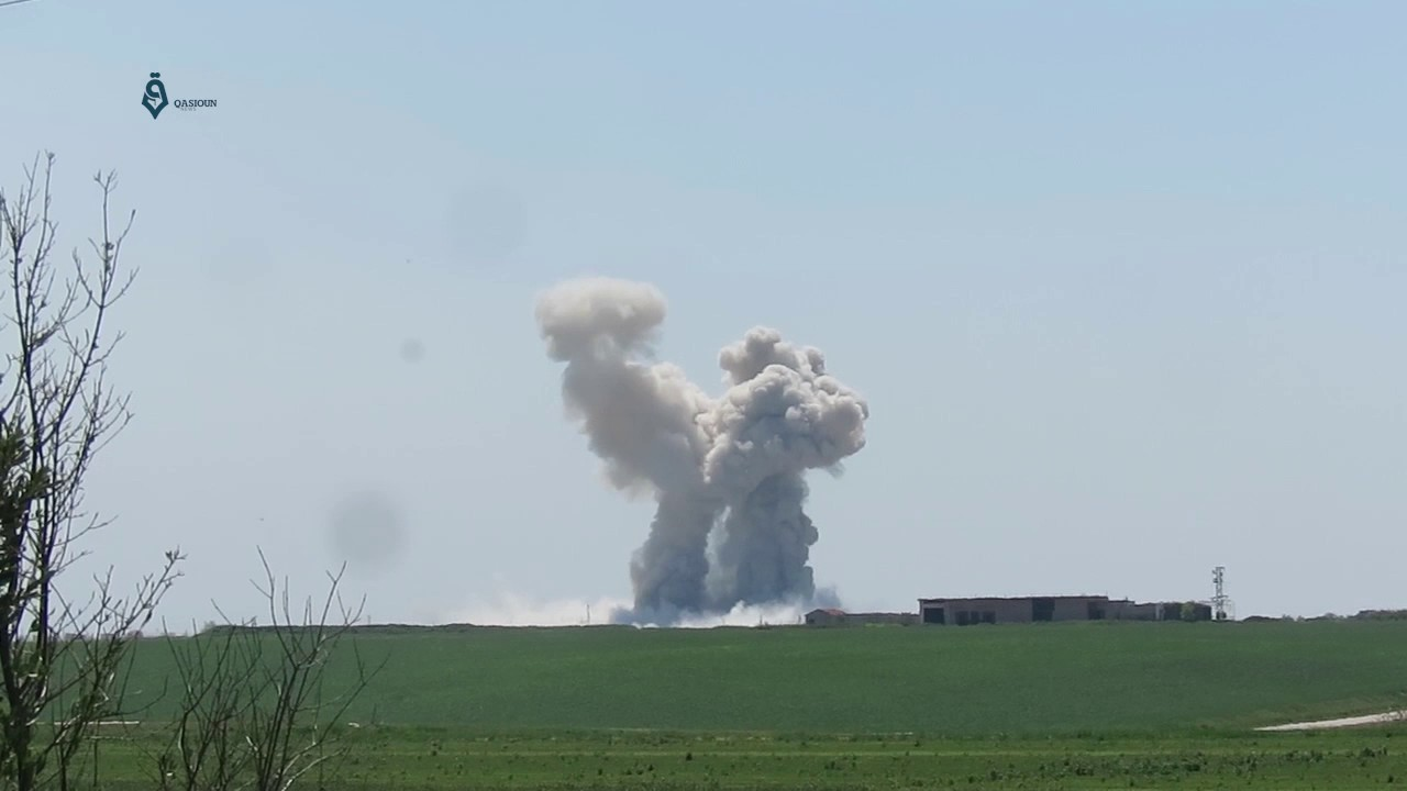 Bombing on the town of Latamna in the south of the city of Hama