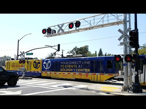 Natoma Street Railroad Crossing, Sacramento Light Rail Gold Line Inbound, Folsom CA